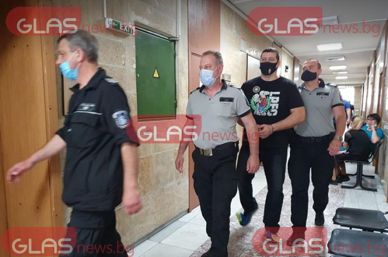 Качака вече не е служител на МВР, бившият полицай остава в ареста СНИМКИ