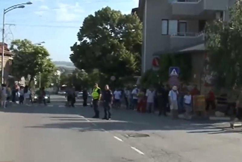 Пътят Варна-Бургас блокиран. Обзор иска да е община, референдум имаше ВИДЕО