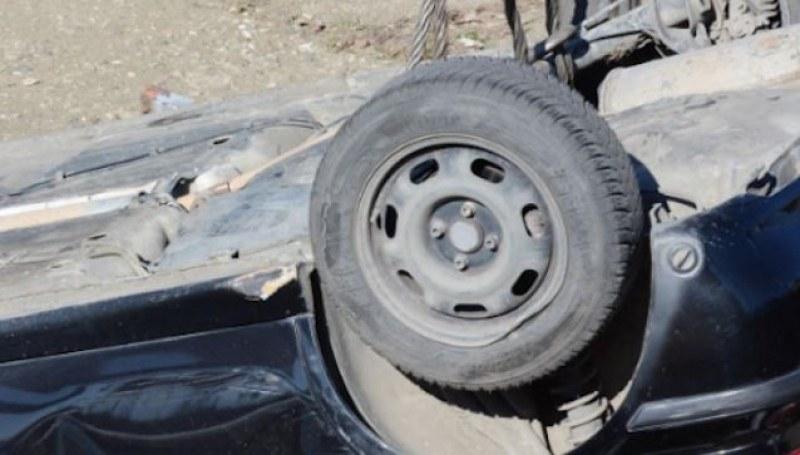 Шофьорка се обърна с колата си по таван край Карлово