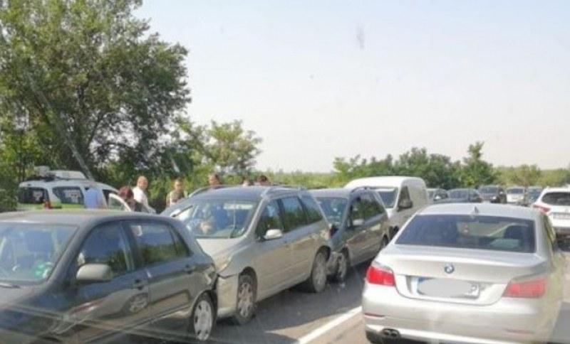 Верижна катастрофа край Стара Загора, шест коли се блъснаха