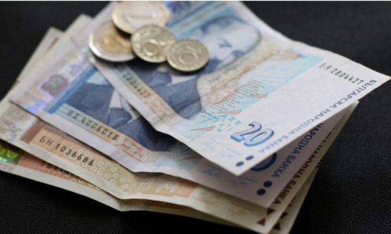Близо 25% от българите работят на минимална заплата