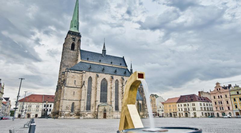 Заловиха двойка да прави секс на църковна кула