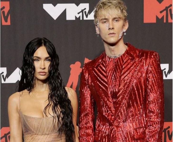 Меган Фокс се появи полугола на награди на MTV, Конър Макгрегър скочи на гаджето й