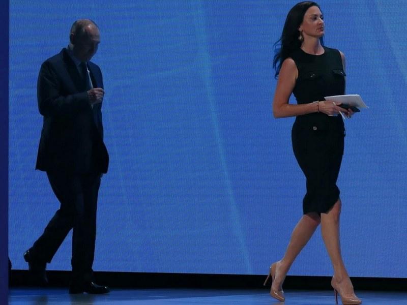Красива жена, симпатична: Путин с комплимент към журналистка на CNBC ВИДЕО