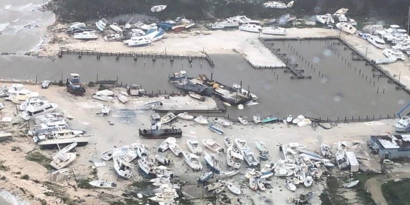 Зашеметяващи щети от урагана Дориан! Вижте ВИДЕО от самолет