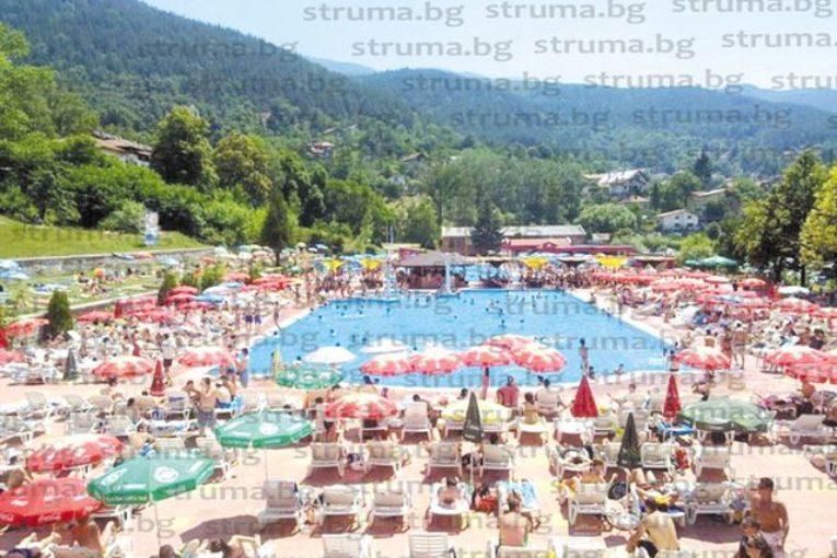 Родители скочиха срещу високите цени на басейните в Рударци, при 15 лв. вход за възрастни, искат по 5 лв. за бебета