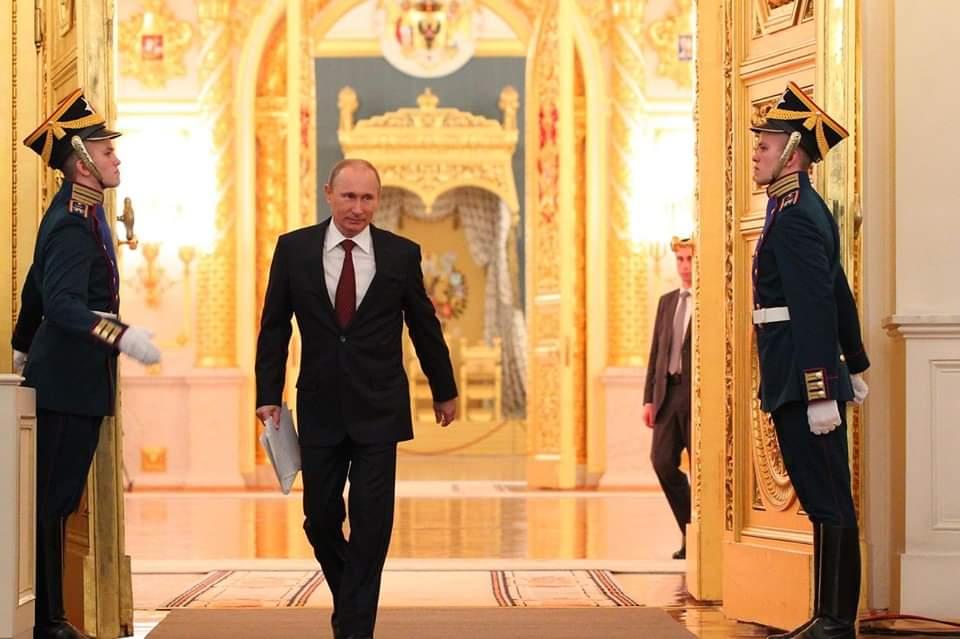 Кремъл не чака дълго, отвърна ни ясно и кратко: Първо вижте изложбата, после говорете!