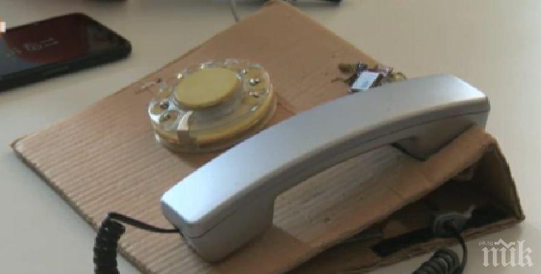 Български абитуриенти изобретиха телефон с шайба и СИМ карта