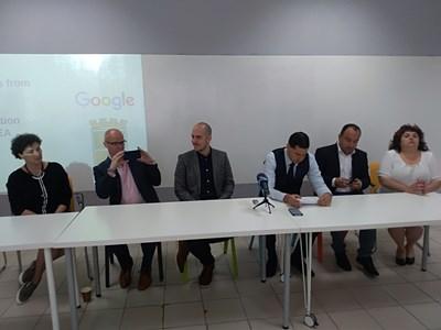 В 7 училища в Пловдив хвърлят хартиените тетрадки и учебници