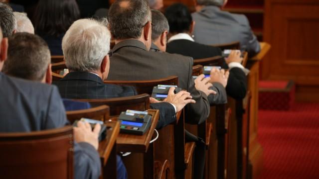 Предложението за 1 лев на глас субсидия за партиите влиза в пленарна зала