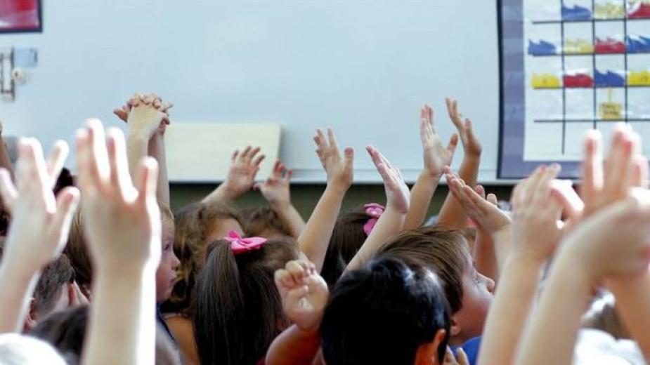 """500 лева повече за желаещите да преподават по програма """"Мотивирани учители"""""""