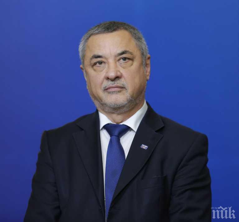 Валери Симеонов скочи на Радев за изборния кодекс: Мястото на дискусията е в парламента
