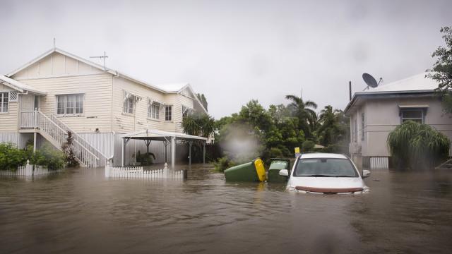 Хиляди напуснаха домовете си заради наводнения в Австралия