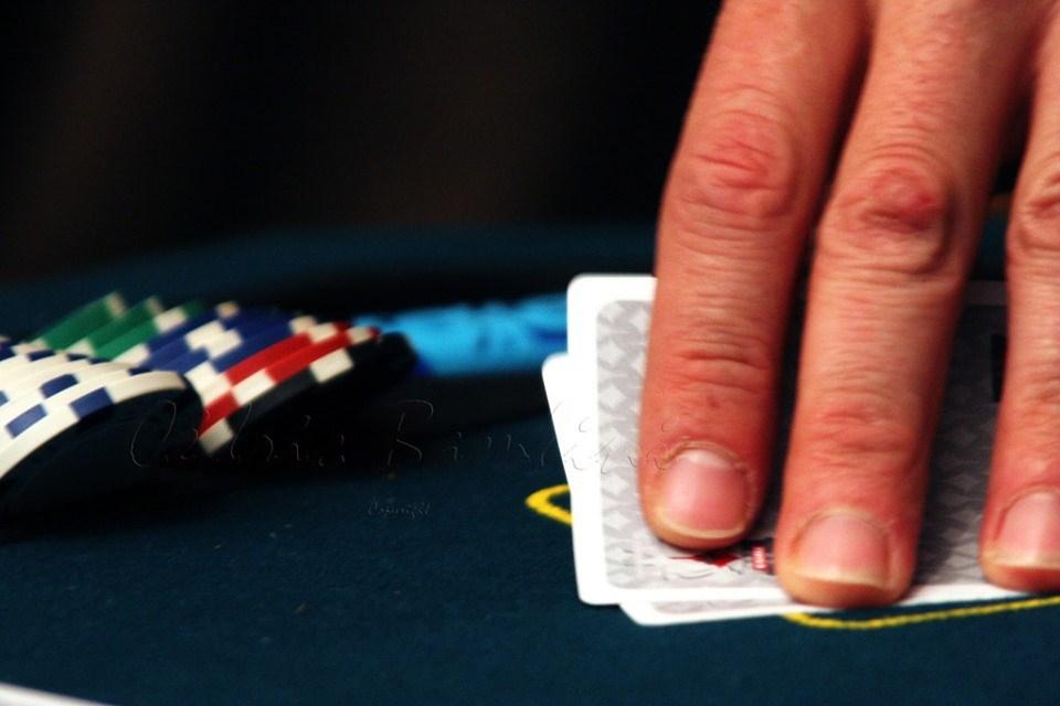 Руска рулетка, по индийски! Мъж проигра жена си на покер, изнасилиха я. Извини ѝ се, но… после пак я хариза за изнасилване