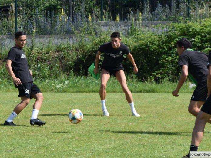 Локомотив играе утре последната си проверка на лагера