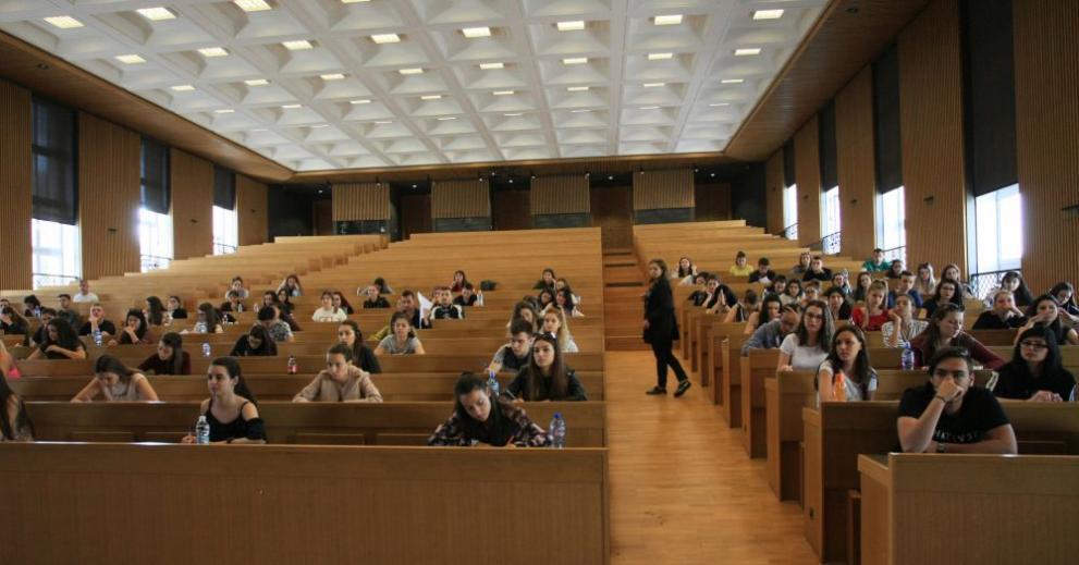 Педагогиката е хит сред кандидат-студентите в Казанлъшко