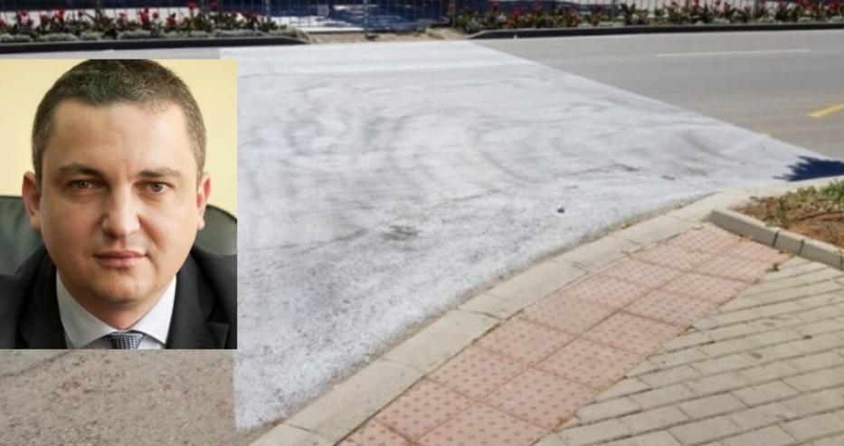 Нов варненски абсурд от общината! Махнаха пешеходните пътеки, но оставиха знаците за слепите да вървят по тях. Резлутатът ще е убийство!