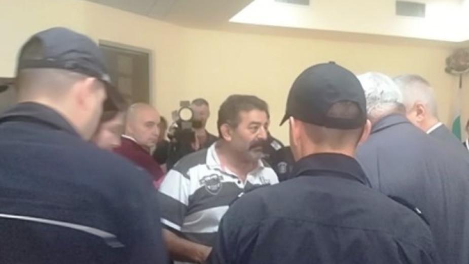Оставиха в ареста фермера от Болярино, който прегази крадец в имота си