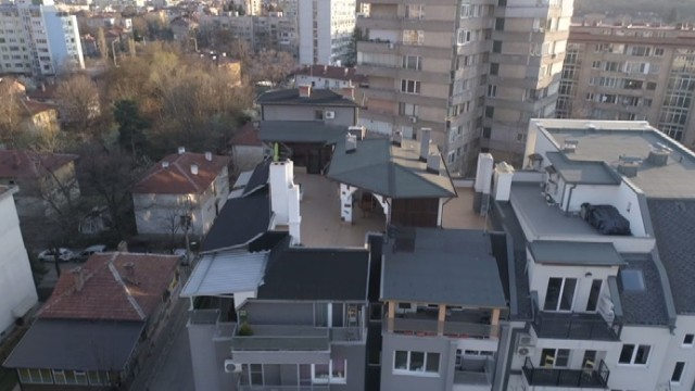 Решено! Пламен Георгиев трябва да бутне пристройките на терасата - незаконни са!