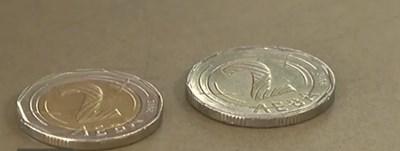 Връщат ни фалшиви двулевки - монетите досущ като истинските