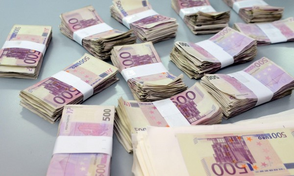 Наши ало измамници взеха €12 600 от пенсионери в Солун