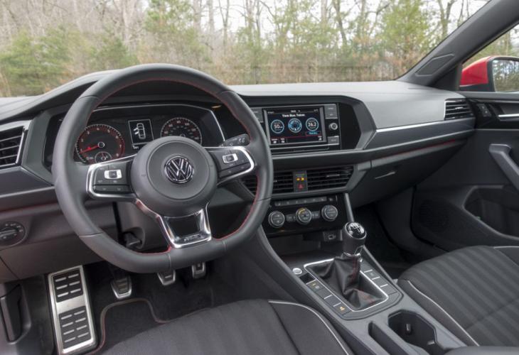 От Volkswagen защитиха Jetta от кражби по неочакван начин (ВИДЕО)