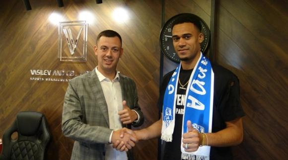 Илиша Сам подписа за две години с Арда
