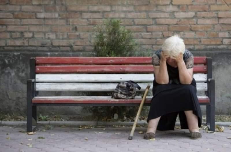 Бабите и дядовците ни мизеруват, а полицаи и военни доволно охолстват. Кой какви пенсии взима?