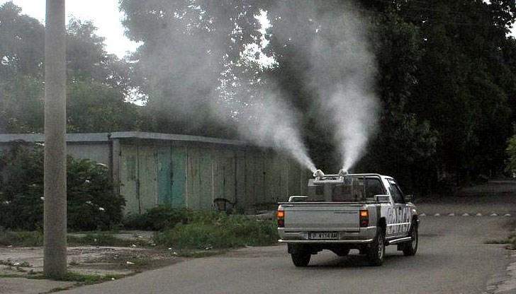 Продължава борбата с комарите в Русе
