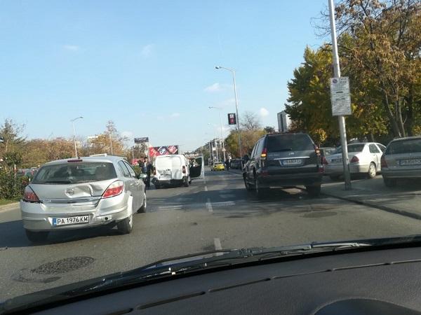 Благоевград: 3 леки автомобила са катастрофирали на второкласен път 19 в участъка между Добринище и село Места, няма пострадали