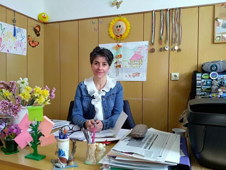 """Д-р Надие Карагьозова автор в сборник на тема """"Правата на децата и отговорното родителство"""""""