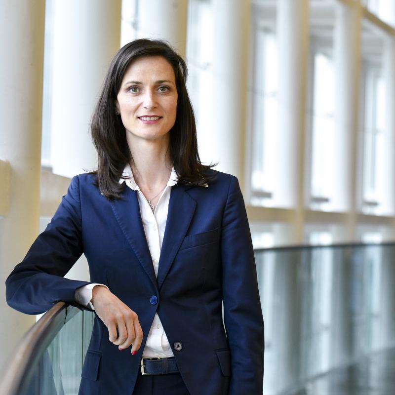 Комисар Мария Габриел: В пъти по-евтин роуминг в региона на Западните Балкани от днес