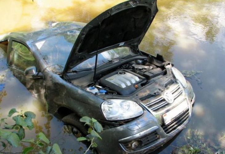 Важно за всеки: Как да спасите автомобила си при наводнение (СНИМКИ)