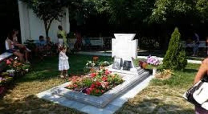 Утре гадатели от 4 държави ще спят край гроба на Ванга - чакат предсказания