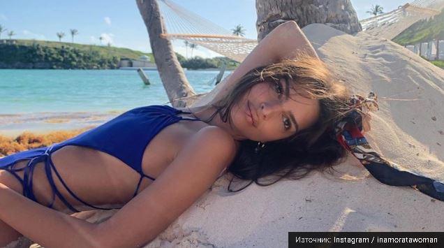 Емили Ратайковски и секси ваканцията ѝ на Бермудските острови (Снимки 18+)