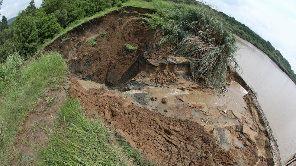 Отводняването в община Стражица продължава