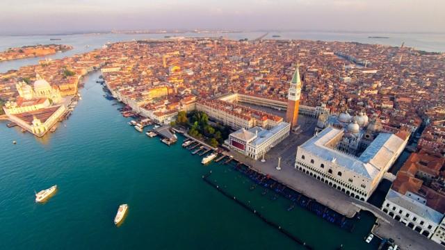 Туристи си свариха кафе на моста Риалто във Венеция, изгониха ги от града