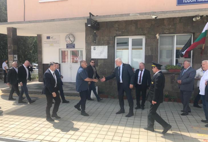 Борисов посети уникален транспортен обект на жп гара до Пловдив (СНИМКИ)