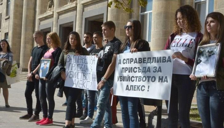 Близките на Алекс излизат на протест пред съда в Бяла