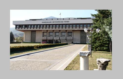 Десетки граждани и общественици са се събрали в Националния исторически музей, за да отбележат една година от кончината на проф. Божидар Димитров