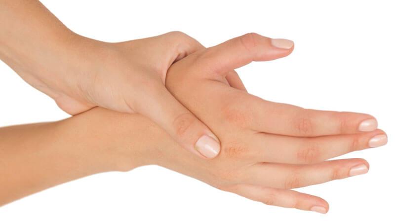 Защо ръцете ни изтръпват през нощта?