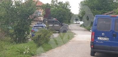 Дирят убиеца от Костенец в село Очуша, чуха се 3 изстрела! (Снимки)
