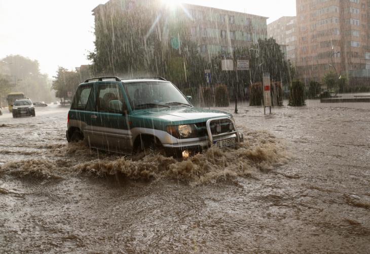 Румъния чака наводнения, евакуирани са хора