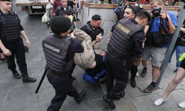 Десетки задържани на протест в Москва, сред тях и Навални