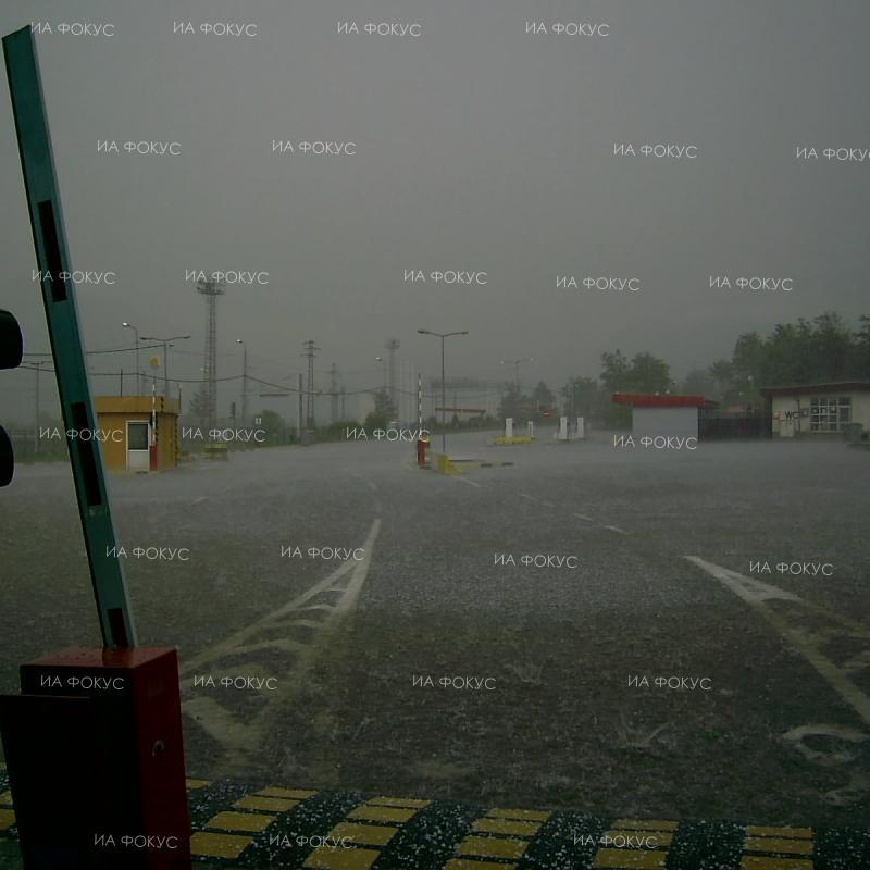 """АПИ: Паднала е градушка на АМ """"Тракия"""" в района на Нова Загора, няма затруднение на движението"""