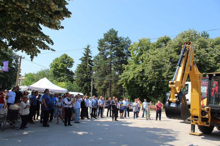 Направиха първа копка за ремонта на пътища в Кубратско