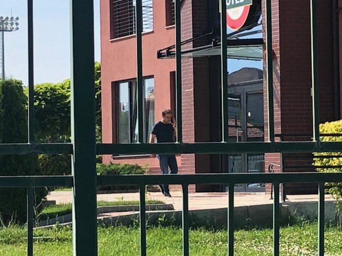 СНИМКИ: Вкараха новия треньор на Ботев Пд през страничния вход! Той обаче се показа пред медиите