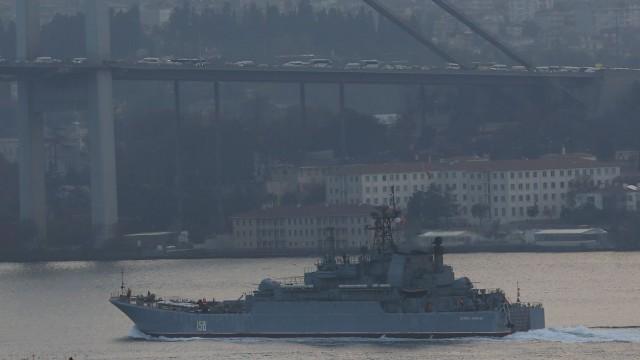 Командирът на украинските ВМС: Турция да затвори Босфора за руски кораби