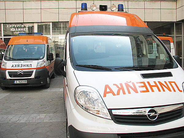 Млад мъж загина при челен сблъсък на два автомобила край Павликени