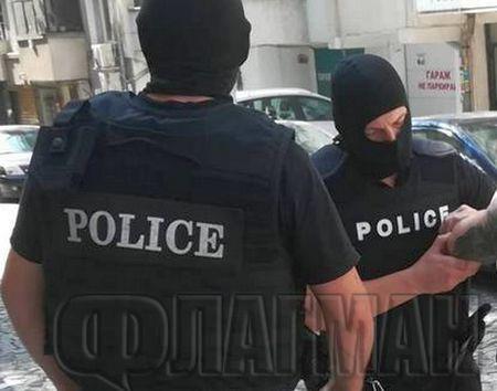 Извънредно! Арестуваха полицаи за пласиране на дрога (СНИМКИ)